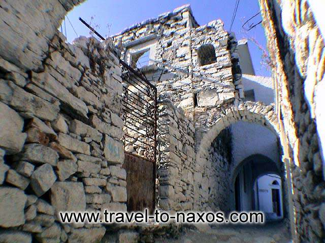 Apiranthos impress every visitor with the mediaeval architecture of the settlement.