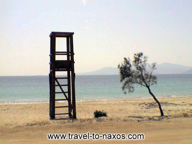 LIFEGUARD TOWER - The lifeguard tower and a tree in Plaka beach in Naxos